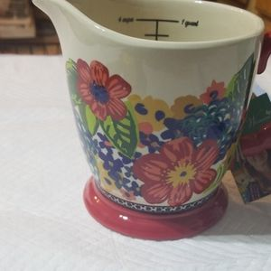 The Pioneer Woman measuring cup
